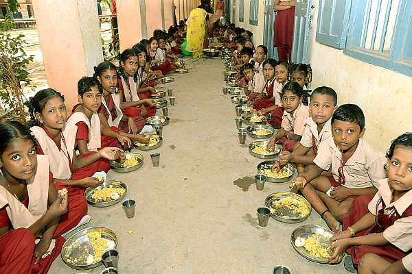 tn-govt-discussion-is-going-reg-milk-to-be-provided-to-students-with-meal