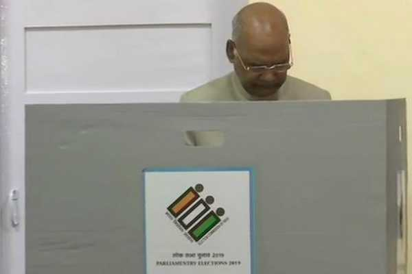 today-s-election-vip-s-whose-poll-their-votes