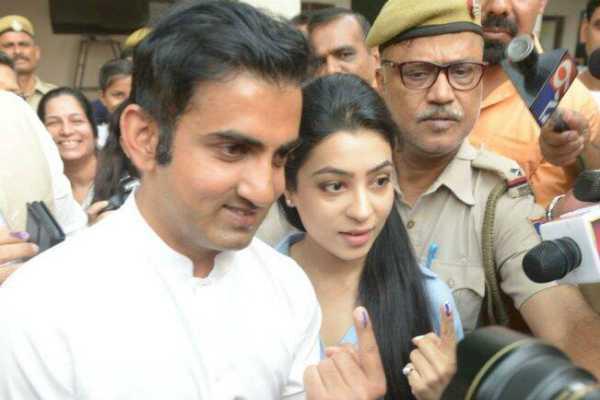 lok-sabha-elections-bjp-candidate-gautam-gambhir-casts-his-vote