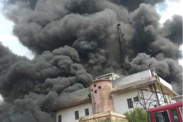fire-breaks-out-in-bsnl-tower-in-up-s-jaunpur-4-fire-tenders-rushed