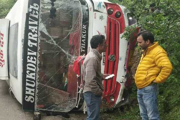 himachal-pradesh-7-bjp-workers-injured-after-bus-overturns-in-kullu-district