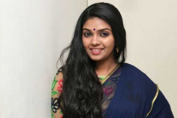 gayathri-going-to-marry-cinematographer