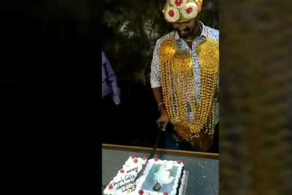 cake-was-cut-by-knife-in-birthday-celebration