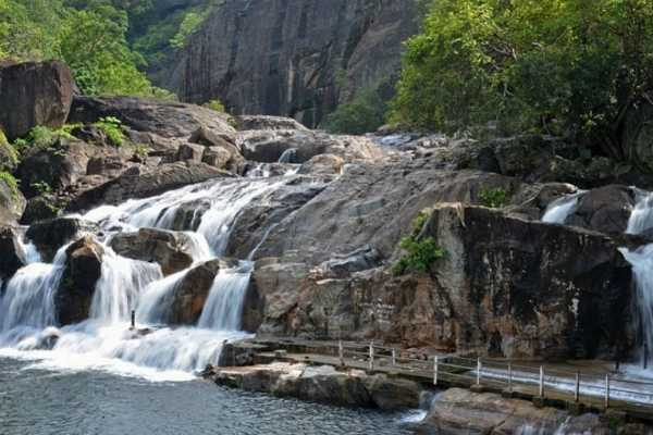 manimutharu-is-banned-to-go-to-the-falls