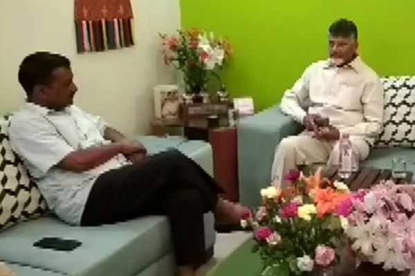 chandrababu-meets-kejriwal-at-delhi
