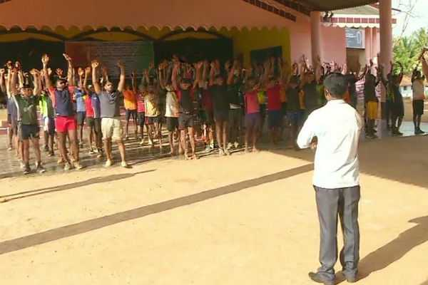 kishore-kumar-who-served-army-for-18-yrs-is-providing-free-of-cost-training-to-nearly-80-boys-in-anandapuram-for-a-recruitment-rally-on-may28