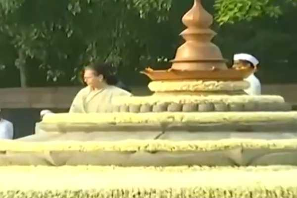 rajiv-gandhi-memorial-day-sonia-and-rahul-are-courtesy