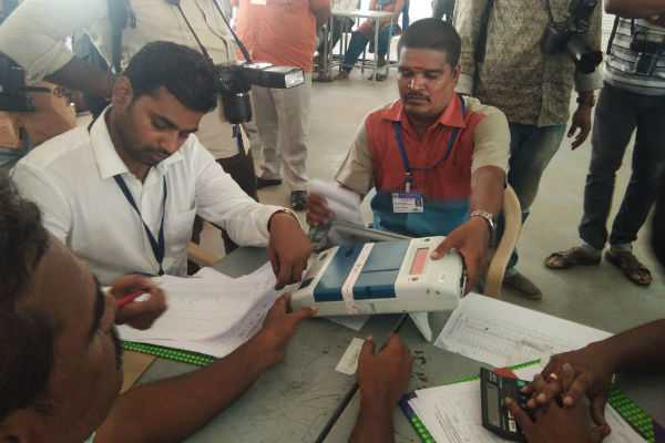 trichy-vote-counting-by-vvpat-machine-in-2-seats