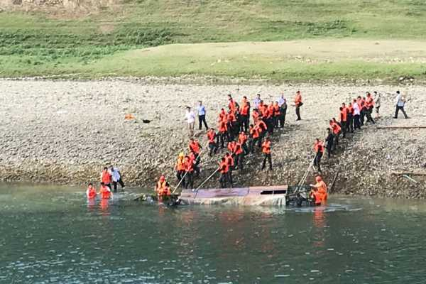 boat-capsizes-on-southwest-china-river-10-dead