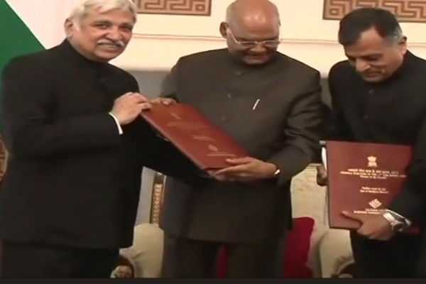 chief-election-commissioner-sunil-arora-submits-the-list-of-winners-of-loksabha-elections-2019