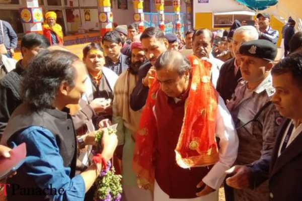mukesh-ambani-visits-badrinath-temple-donates-rs-2-cr-to-buy-sandalwood-saffron