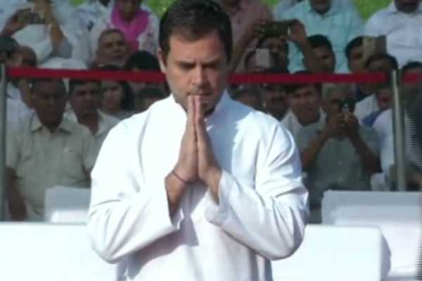 upa-chairperson-sonia-gandhi-and-congress-president-rahul-gandhi-pay-tribute-to-first-pm-of-india-jawaharlalnehru