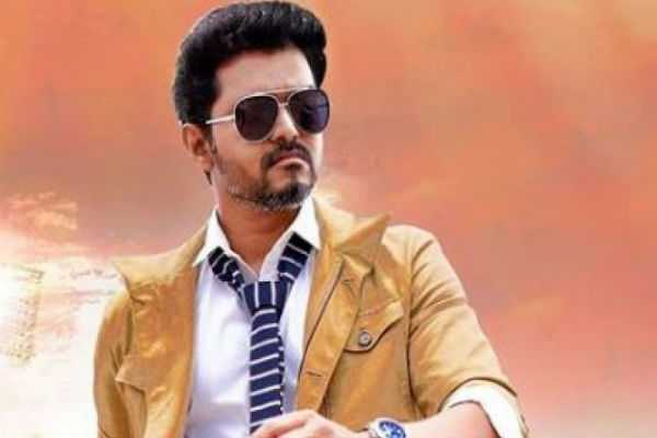 vijay-s-pleasant-surprise-to-auto-drivers