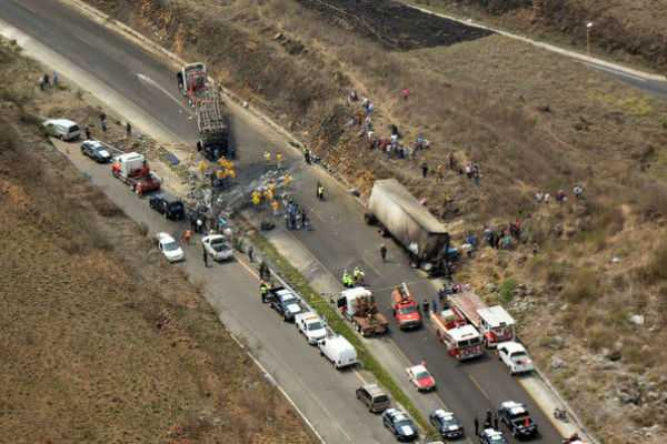 mexico-crash-kills-21-as-bus-slams-into-tractor-trailer