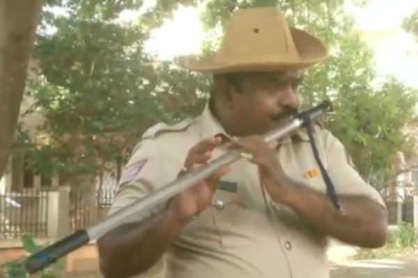 police-head-constable-uses-his-latti-as-flute-in-karnataka