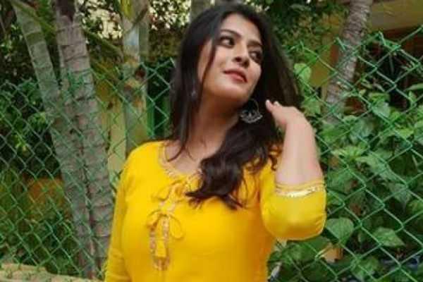 varalakshmi-sarathkumar-new-video