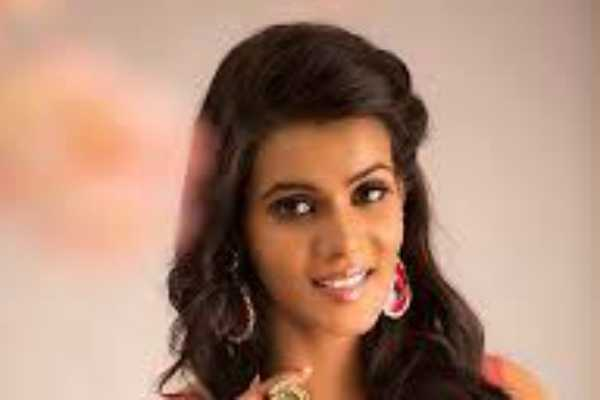 the-risk-of-my-life-cinema-actress-meera-mithun-complains