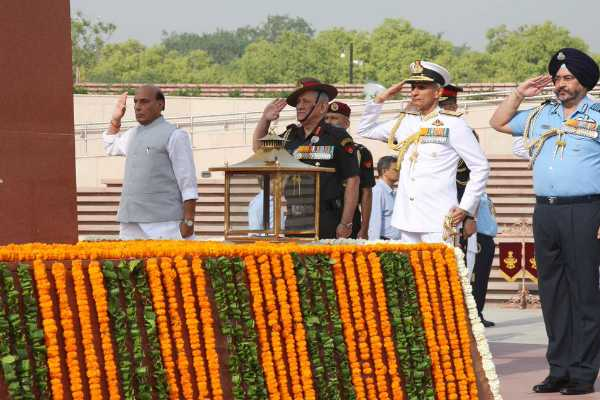 rajnath-singh-paid-tributes-to-the-martyred-soldiers