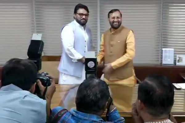 prakash-javadekar-take-charge-as-central-minister