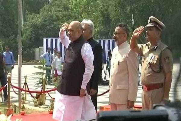 amit-shah-pays-tribute-at-national-police-memorial-in-delhi