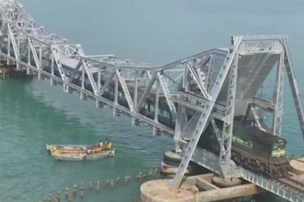 due-to-strong-wind-conditions-at-pamban-railway-bridge-rameswaram-chennai-express-has-not-departed