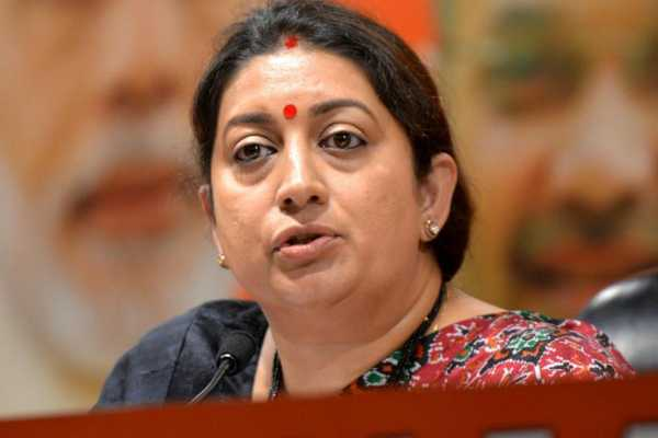 smritiirani-takes-charge-as-the-union-minister-for-ministry-of-wcd