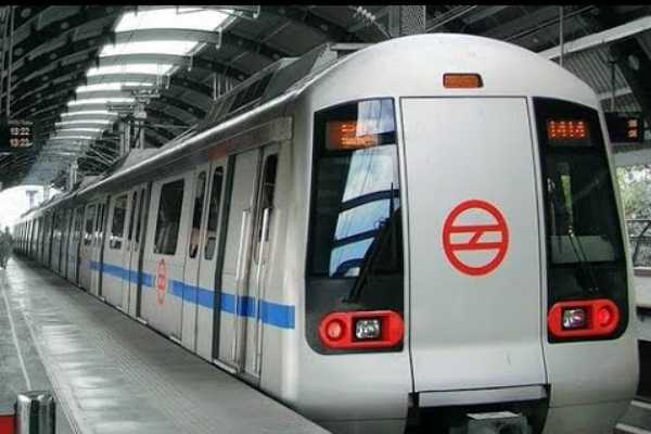 women-get-to-ride-delhi-metro-mass-train-and-buses-for-free-in-delhi