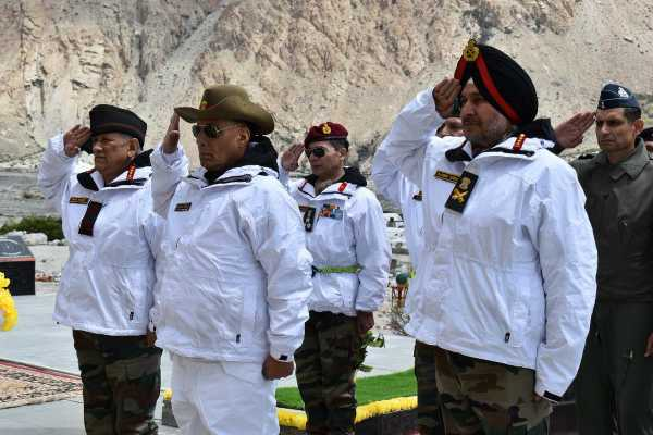 defence-minister-rajnath-singh-visits-siachen