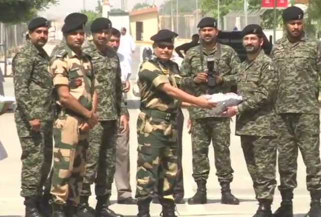 border-security-force-personnel-exchange-sweets-with-their-pakistani-counterparts
