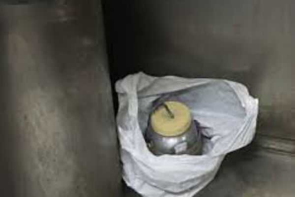 alert-in-mumbai-explosives-found-from-express-train-with-note