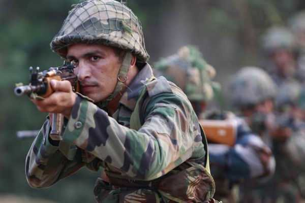 gun-fight-between-para-military-forces-and-militants-in-kashmir