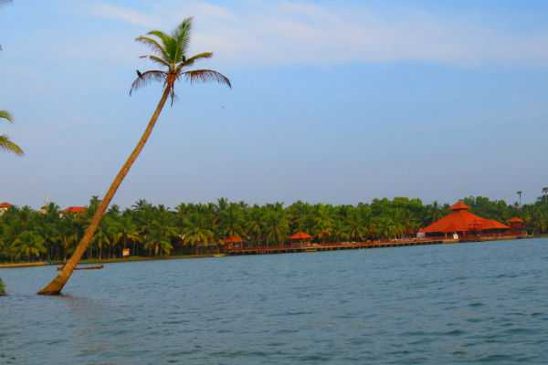 poovar-beach-and-tourist-places