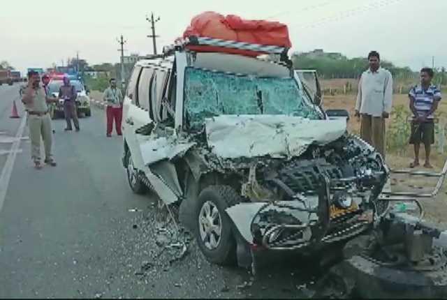 5-dead-3-injured-as-car-hits-truck-in-andhra-pradesh