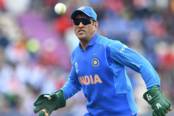 bcci-supports-dhoni-on-his-keeping-glows