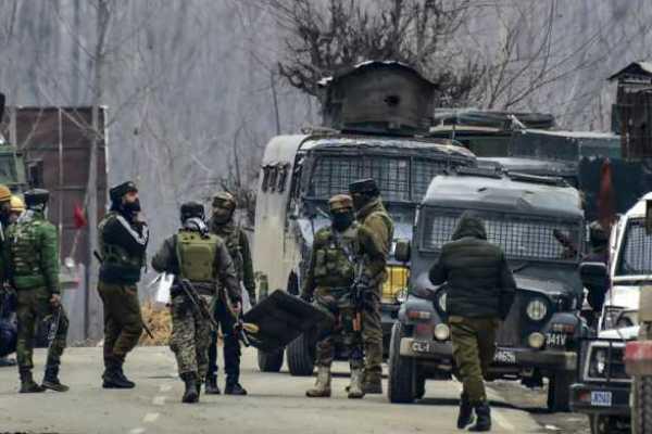 terrorists-lob-grenade-at-sopore-police-station-two-policemen-injured