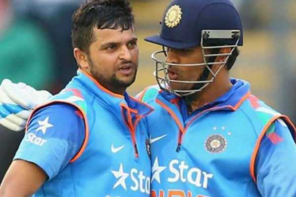 raina-supports-dhoni-on-his-glows