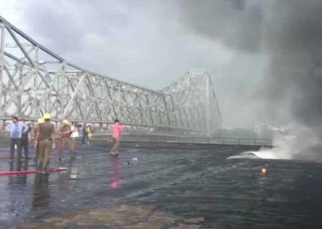 massive-fire-at-chemical-godown-near-kolkata-s-howrah-bridge