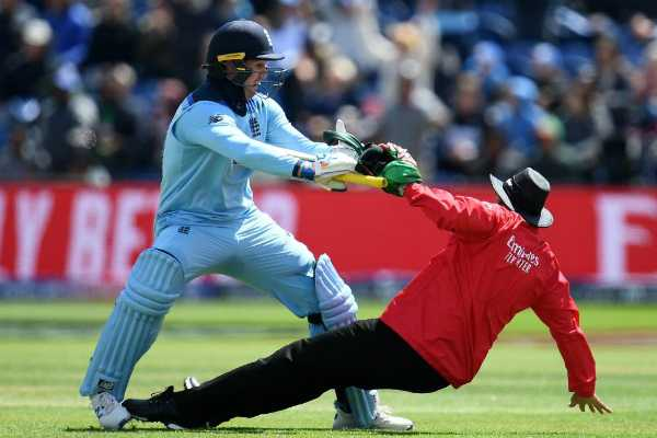 jason-roy-hit-field-umpire-after-century