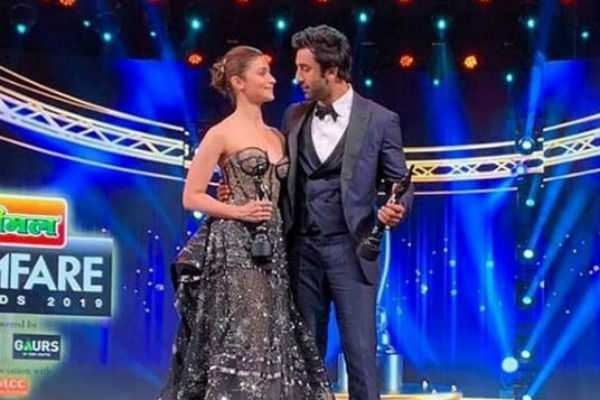 ranbir-kapoor-and-alia-bhatt-new-still
