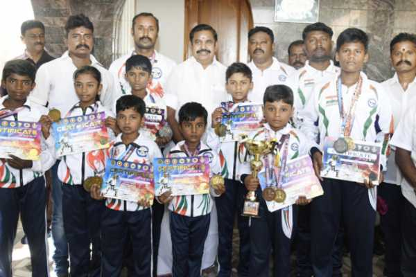 chief-minister-who-greeted-karate-players