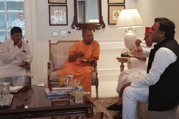 yogi-meets-mulayam-at-his-residence