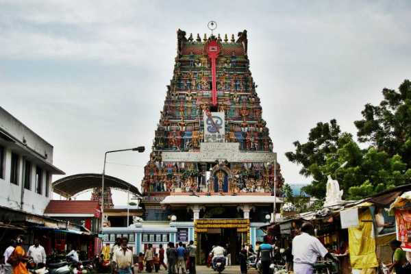 cellphones-are-banned-in-vadapalani-murugan-temple