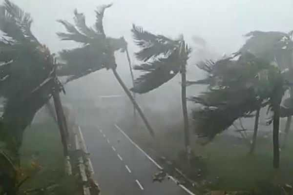 storm-warning-3-lakh-people-are-evacuated