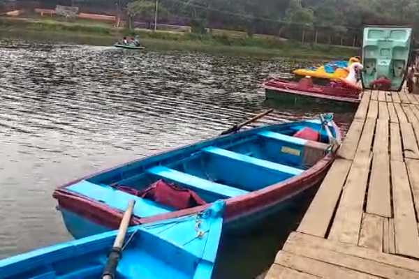 boat-ride-stopped-in-yercaud