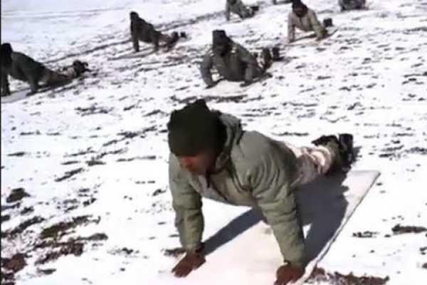 yogaday-2019-indo-tibetan-border-police-soldiers-perform-yoga-at-18-000-feet-in-ladakh