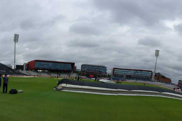 ind-vs-pak-match-temporarily-stopped-due-to-rain-at-old-trafford-manchester