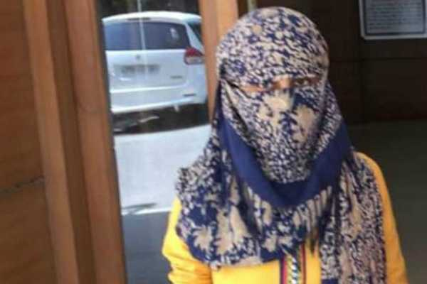 delhi-woman-throws-acid-on-boyfriend-for-refusing-to-marry-her