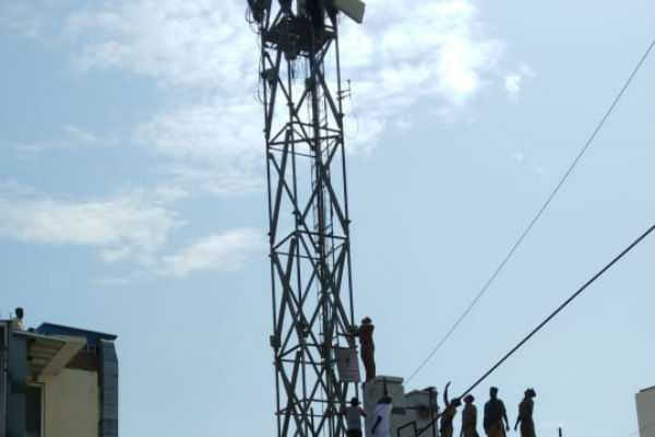 suicide-threatens-upon-cell-phone-tower