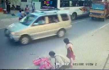 mother-dies-in-front-of-daughter-s-eyes-cctv-footage