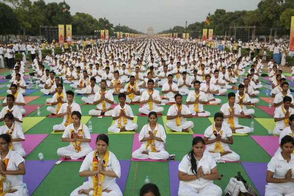 yoga-day-should-be-celebrated-in-all-schools-colleges-in-tn
